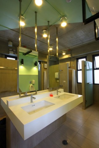 spacious-and-clean-shared-bathroom-bangkok-thailand+1152_12930244791-tpfil02aw-6416