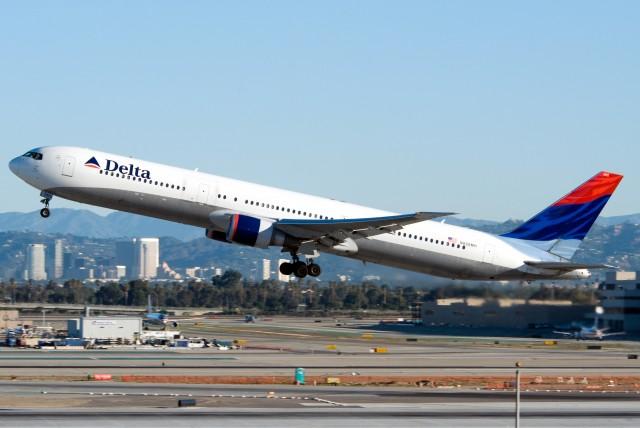 3_Delta_Air_Lines_B767-432ER_N826MH